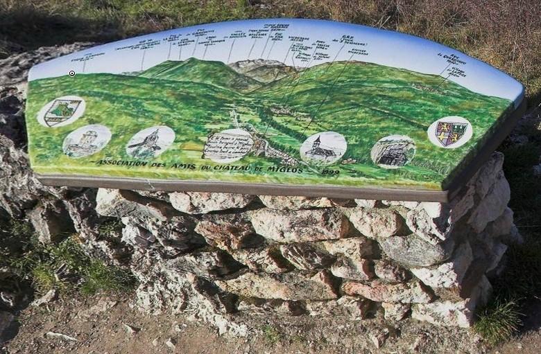 La table d'orientation en lave de Volvic émaillée et vitrifiée 1999- photo G-L